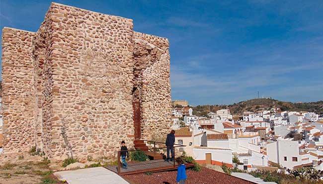 Que sitios visitar en Almogía y alquilar un coche